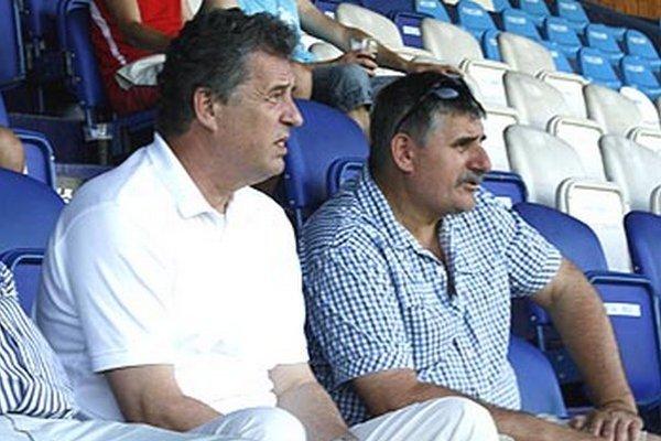 Futbalový klub FC Nitra je po finančnej stránke v konsolidovanom stave, na čom má zásluhu mesto Nitra. Na snímke primátor Jozef Dvonč a Štefan Štefek, poslanec MsZ a podpredseda predstavenstva FC Nitra.