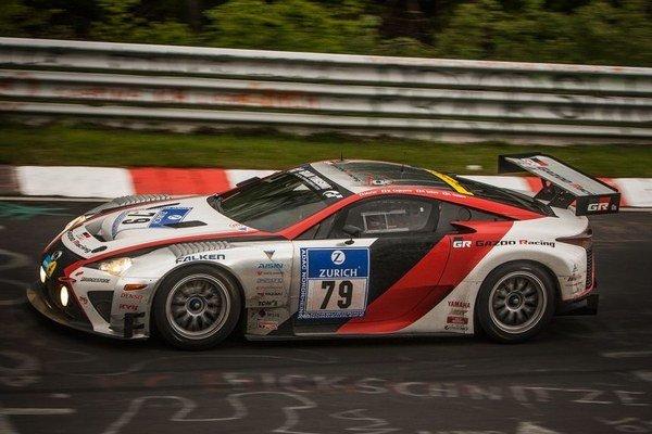 Lexus LF-A z dielne Gazoo Racing skončil na 35.  mieste a druhý vo svojej triede za Chevrolet Corvette C6. Vlani bol japonský superšport o dvadsať priečok lepší.