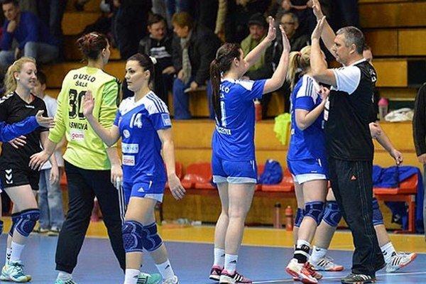Zverenkyne trénera Petrikoviča nemali ťažkú úlohu s najslabším celkom WHIL.