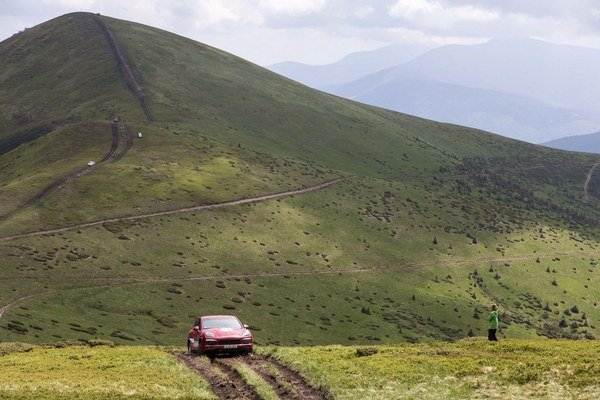 Na hrebeňoch hôr v nadmorskej výške okolo 1700 metrov bolo najväčšou premennou počasie. Deň pred výjazdom boli silné dažde a cesty plné blata.