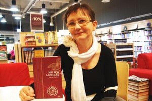 Tatiana Macková so svojou novinkou, ktorú predstavila v Nitre.
