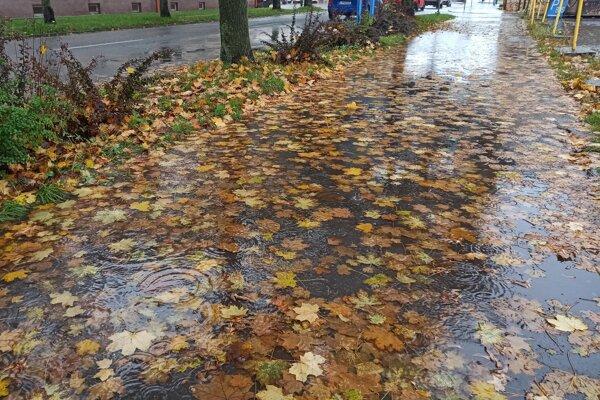 Vytrvalé dažde na Liptove hlásia do štvrtka rána.