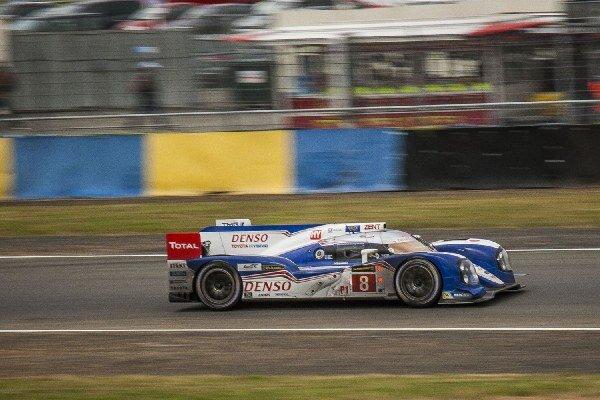 Toyota prišla do Le Mans podľa slov zástupcov tímu najmä po šachovnicovú vlajku, teda chce vidieť cieľ bez väčších problémov. Všetkým je nám je však jasné, že hlavnú úlohu zohráva súboj s Audi. Nemecká značka v ostatných rokoch dominuje vytrvalostným