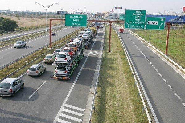 Pre zavedenie mýtneho systému v Maďarsku očakávajú kamionisti chaos na cestách.