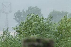 Dážď má pokračovať aj dnes a zajtra.
