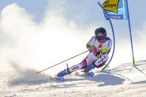 Švajčiar Gino Caviezel ovládol v rakúskom Söldene 1. kolo obrovského slalomu.