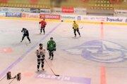 Na ľade naraz trénuje len päť hráčov abrankár.