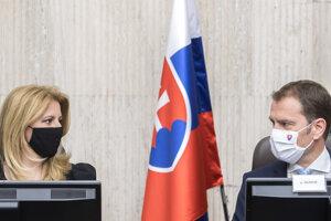 Prezidentka SR Zuzana Čaputová a premiér SR Igor Matovič počas zasadnutia Bezpečnostnej rady SR.