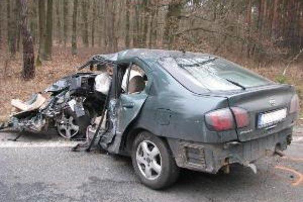 Polícia vyšetruje tragickú dopravnú nehodu, ktorá sa stala včera o 14.30, na ceste I. triedy medzi Kútmi a obcou Adamov.