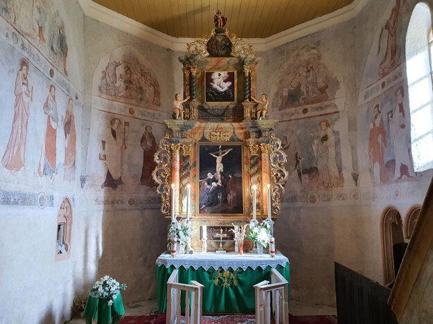 Presbytérium evanjelického kostola v obci Ľuboreč v Lučeneckom okrese, v ktorom sa zachovali stredoveké fresky.