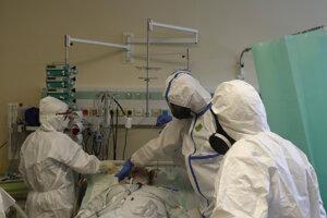 Viaceré nemocnice na východnom Slovensku potrebovali doplniť personál.