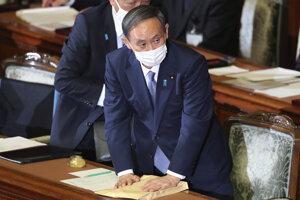 Japonský premiér Jošihide Suga počas zasadnutia parlamentu 26. októbra 2020 v Tokiu.