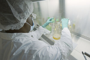 Testovanie možných protilátok na ochorenie COVID-19 v laboratóriu farmaceutickej spoločnosti Eli Lilly v Indianapolise.