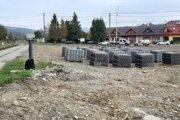Práce na výstavbe vlakovej a autobusovej stanice v Medzilaborciach sa začali.