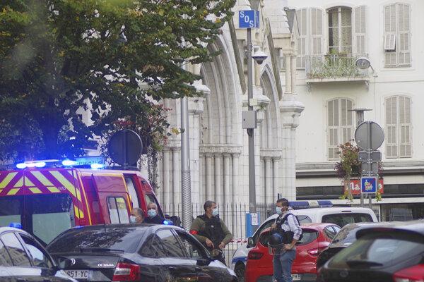 Pri útoku zahynuli traja ľudia - dve ženy a jeden muž.