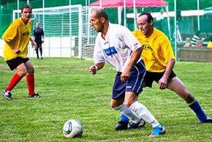 Miroslav Tulipán (v bielom drese) už nikdy nevybehne na zelený trávnik.
