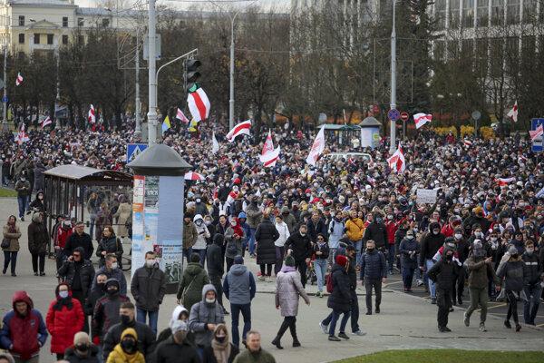 Protest v Minsku v nedeľu 1. novembra.