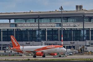 Prvé lietadlo, ktoré na letisku pristálo, bolo od spoločnosti EasyJet