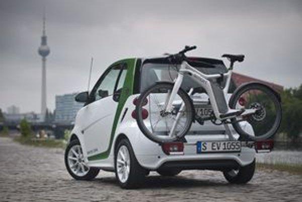 Dojazd na plne nabitú batériu (17,6 kWh) je papierových 145 km, reálne ale závisí tak ako pri každom elektromobile od mnohých faktorov.