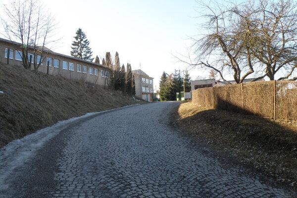 Do areálu školy už taxíky nemajú povolený vjazd. ilustračné foto.