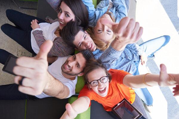 Stredoškoláci začínajú posielať prihlášky na univerzity.