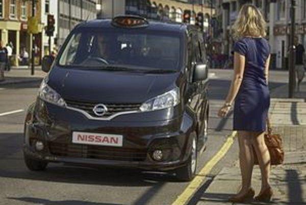 Nízka podlaha, posuvné dvere a päť miest na sedenie sú hlavné výhody nového taxi.