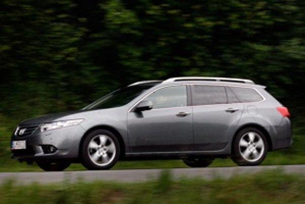 Poctivé japonské auto, ktoré nekričí do sveta, ale baví šoféra. Takto sa javil Accord v teste.