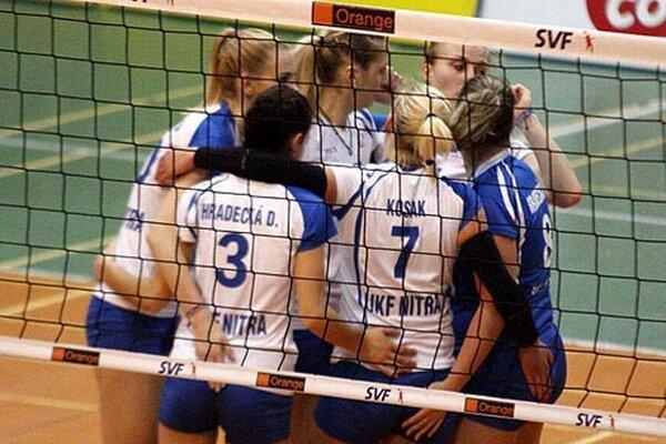 Volejbalistky UKF nedopustili prekvapenie a v mestskom derby ženskej volejbalovej extraligy si poradili s COP Nitra hladko 3:0.