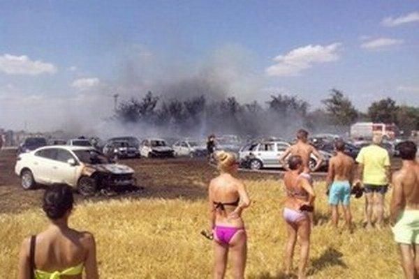 Júlový požiar zachvátil 56 vozidiel.