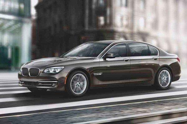 Automobilka BMW poteší limitovanou edíciou tých Američanov, ktorí sa rozhodujú pre kúpu sedmičky.