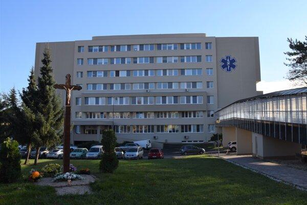 V lučeneckej nemocnici zaznamenali 3 úmrtia na ochorenie COVID-19