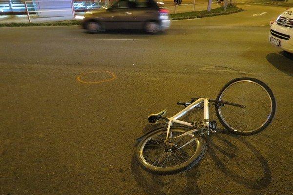 Bicykel opitého cyklistu po havárii.