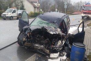 Auto je po nehode nepojazdné.
