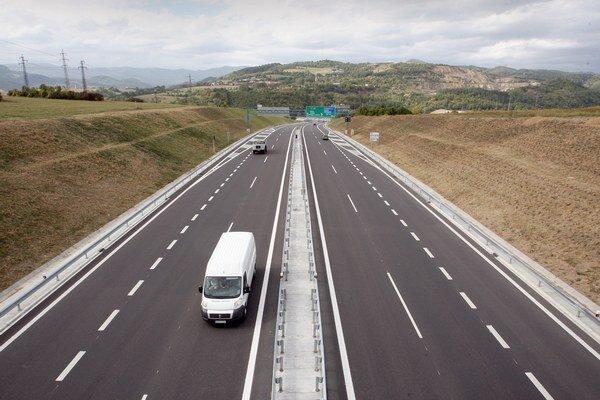 Výstavba niektorých diaľnic sa hýbe len pomaly.