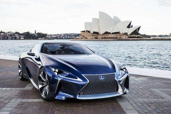 Lexus LF-LC do prostredia modernej metropoly perfektne zapadne.