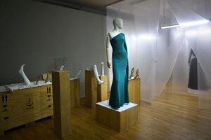 """Z výstavy """" Ó, šaty! """""""
