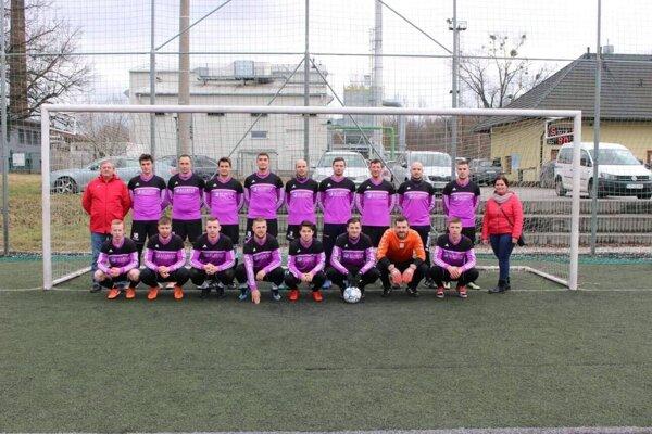 Mužstvo Polom Raková. Goralka je štvrtý zľava v hornom rade.