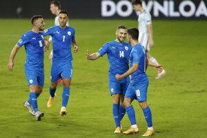 Radosť futbalistov Izraela po strelenom góle v zápase Izrael - Škótsko, Liga národov 2020/2021.