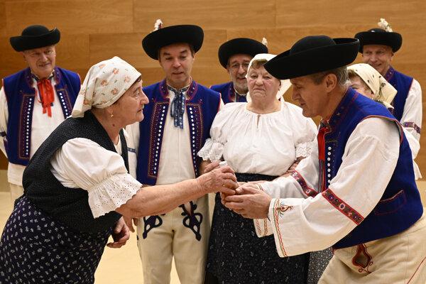Košovskí divadelníci.
