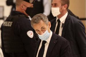 Nicolas Sarkozy prichádza na súd.