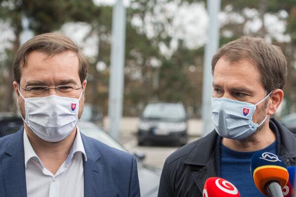 Minister zdravotníctva Marek Krajčí a premiér Igor Matovič pred zasadnutím Ústredného krízového štábu.