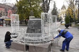 Na adventnom venci sa prvá svieca rozsvieti 29. novembra.