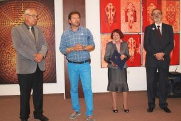 Vernisáž výstavy - zľava riaditeľ VÚŽV Jaroslav Slamečka, Karol Felix, Marta Hučková a prezident  Agrofilmu Štefan Mihina.