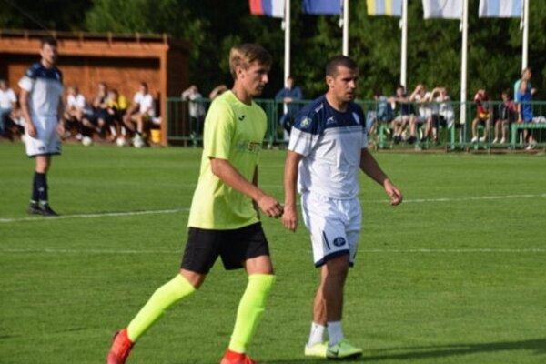 Viktor Pečovský (vpravo) bol veľkým lákadlom pre fanúšikov nielen z Makova.