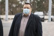 Hlavný hygienik SR Ján Mikas prichádza na zasadnutie Ústredného krízového štábu 25. novembra 2020.