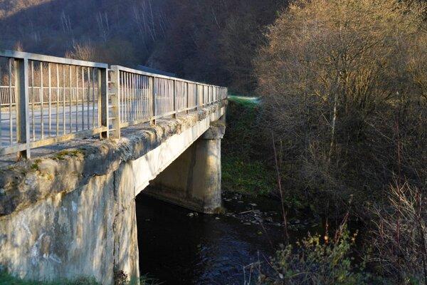 Mosty v danom úseku potrebujú opravu.