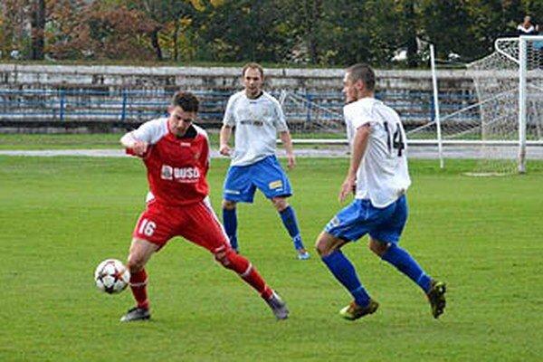Šaľa postúpila do osemfinále Slovnaft Cupu. Vľavo Ondrej Čurgali.
