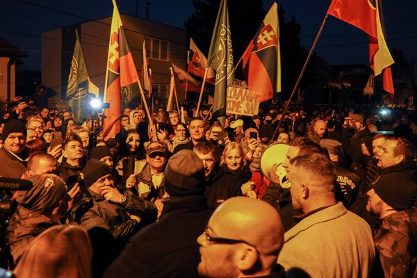 Protest pred domom Igora Matoviča v Trnave.