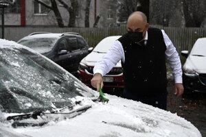 Na východe v sobotu napadol prvý sneh.