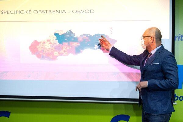 Richard Sulík pri predstavovaní svojho protipandemického plánu.